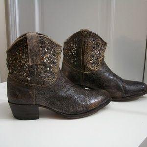 *FRYE* Deborah Studded Crackle Leather Boots, 9